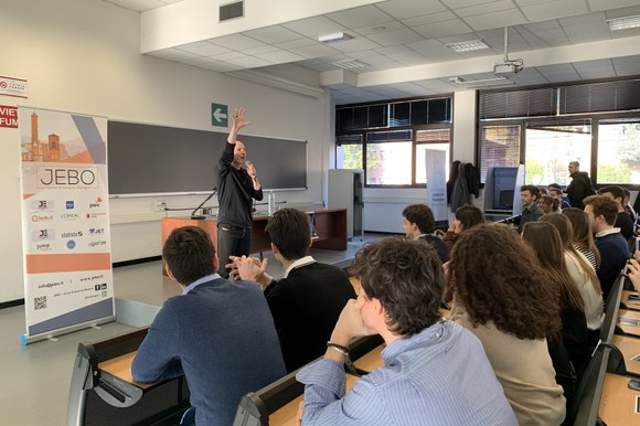 Marco Montemagno con studenti universitari